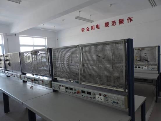 承担主要课程:《电子制作》,《电工技能》等课程 电工综合实训室面向